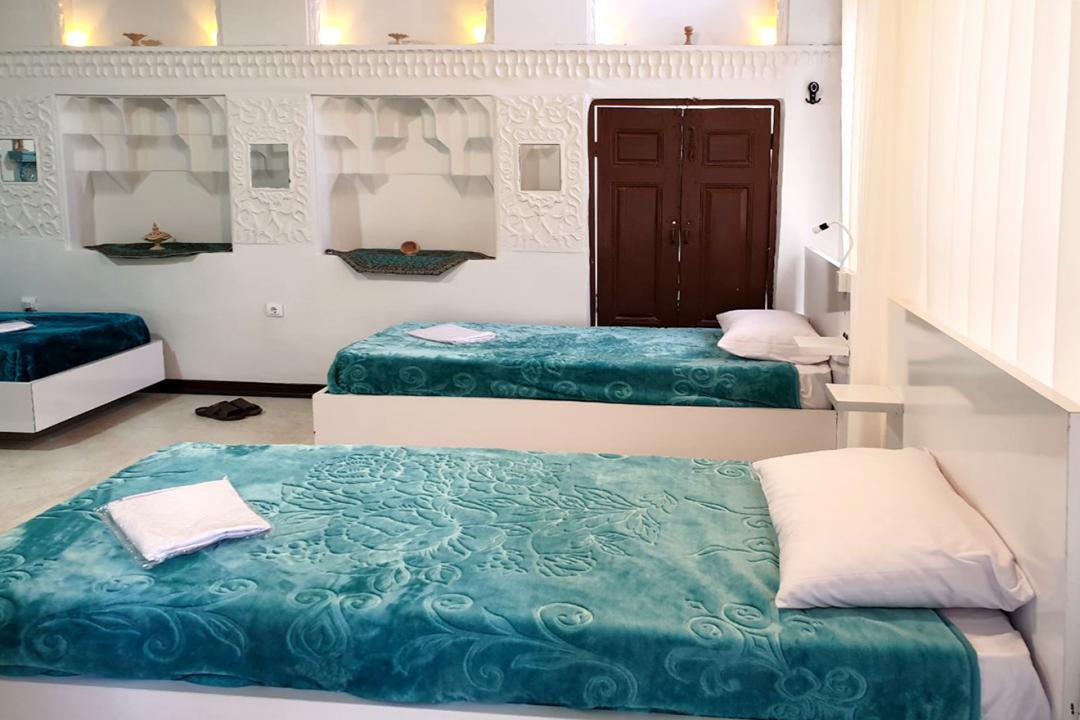 اقامتگاه سنتی طاها اتاق چهار تخته سینگل - بدون سرویس