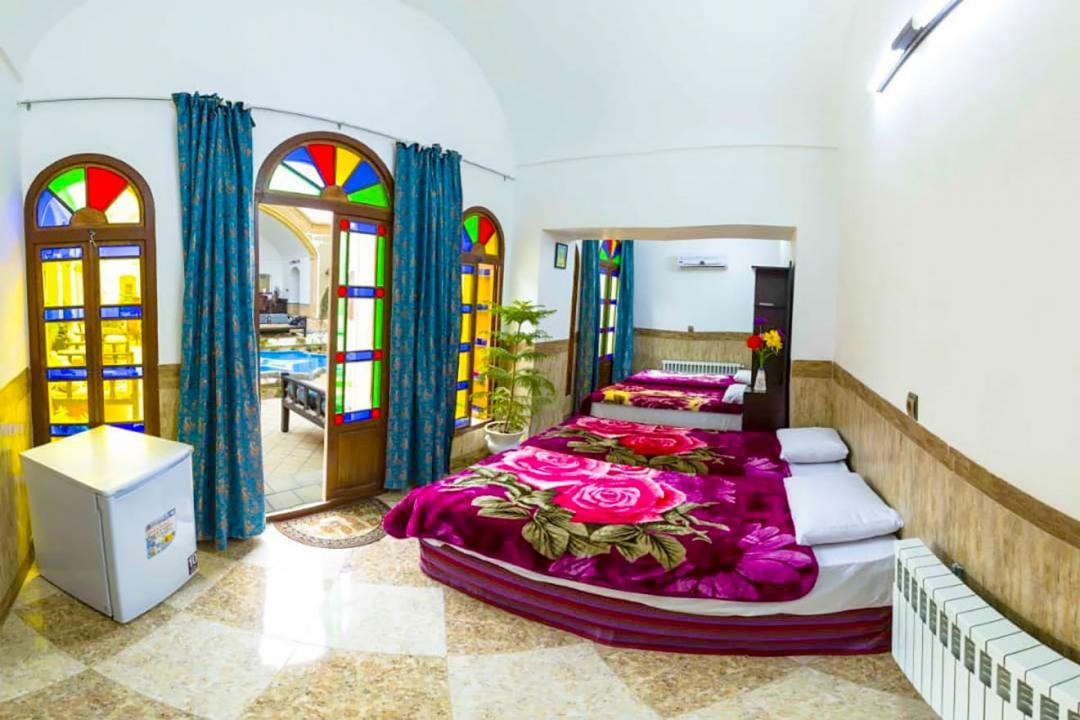 اقامتگاه سنتی دوستانه اتاق چهار تخته سینگل