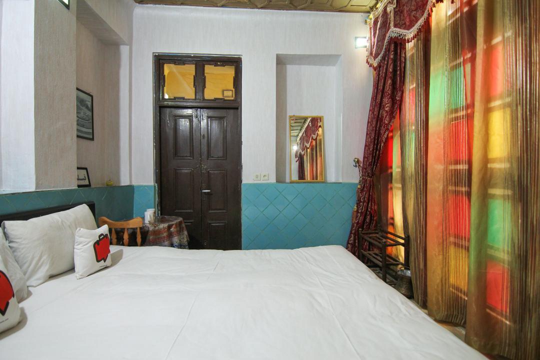 سرای سنتی گلشن اتاق دو تخته دابل