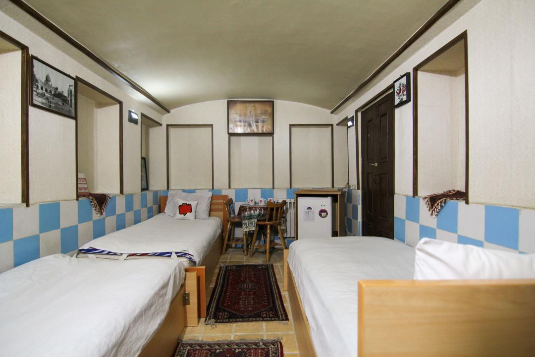 سرای سنتی گلشن اتاق سه تخته سینگل