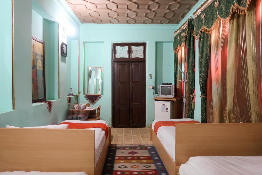 سرای سنتی گلشن اتاق چهار تخته سینگل