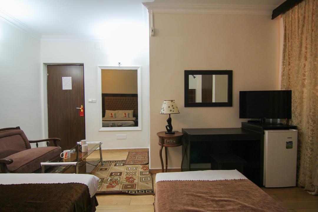 هتل مرکزی اتاق سه تخته دابل سینگل