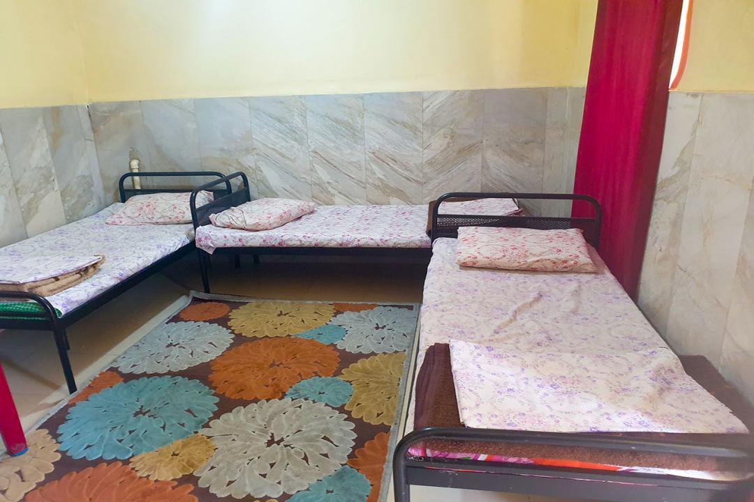 مهمانپذیر نادر اتاق سه تخته سینگل - بدون سرویس
