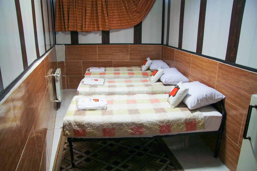 مهمانپذیر نیکو اتاق سه تخته سینگل - بدون سرویس با پنجره