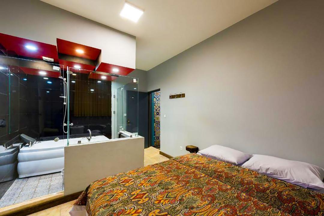 هاستل رگ راگ اتاق دو تخته دابل جکوزی دار