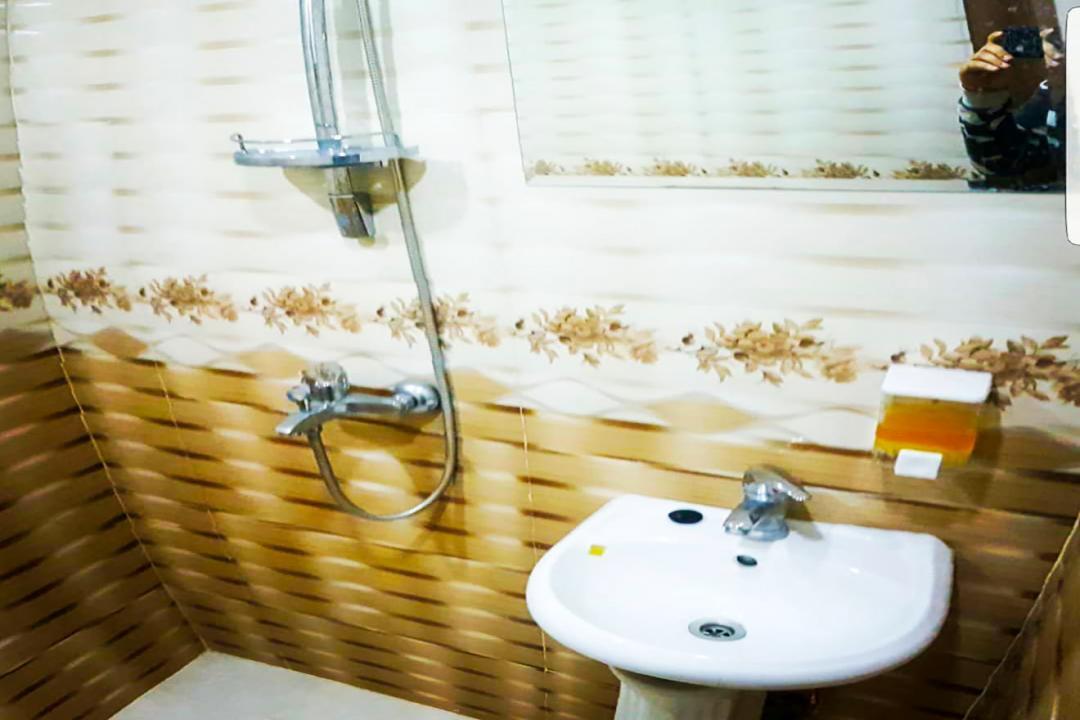 خانه مسافر شریف اتاق پنج تخته سینگل