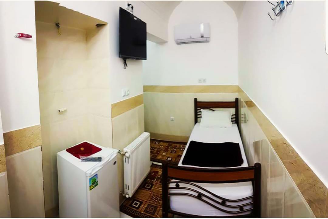 خانه مسافر شریف اتاق یک تخته