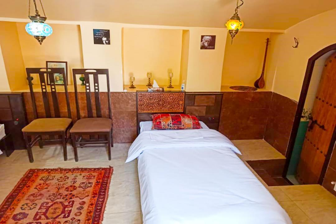 اقامتگاه سنتی سهراب اتاق چهار تخته سینگل - با حمام و سرویس